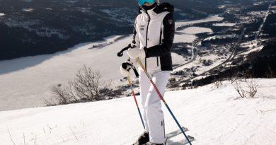 kaski narciarskie - narciarka