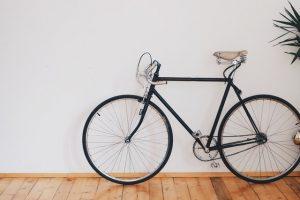 Sklep rowerowy oferujący różne modele i akcesoria